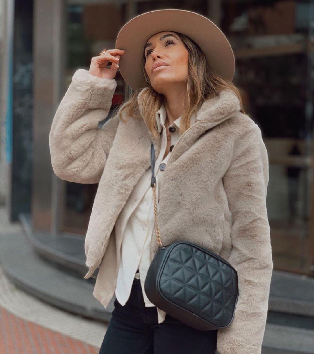 blouson à capuche effet fausse fourrure de Zara sur zara.outfits