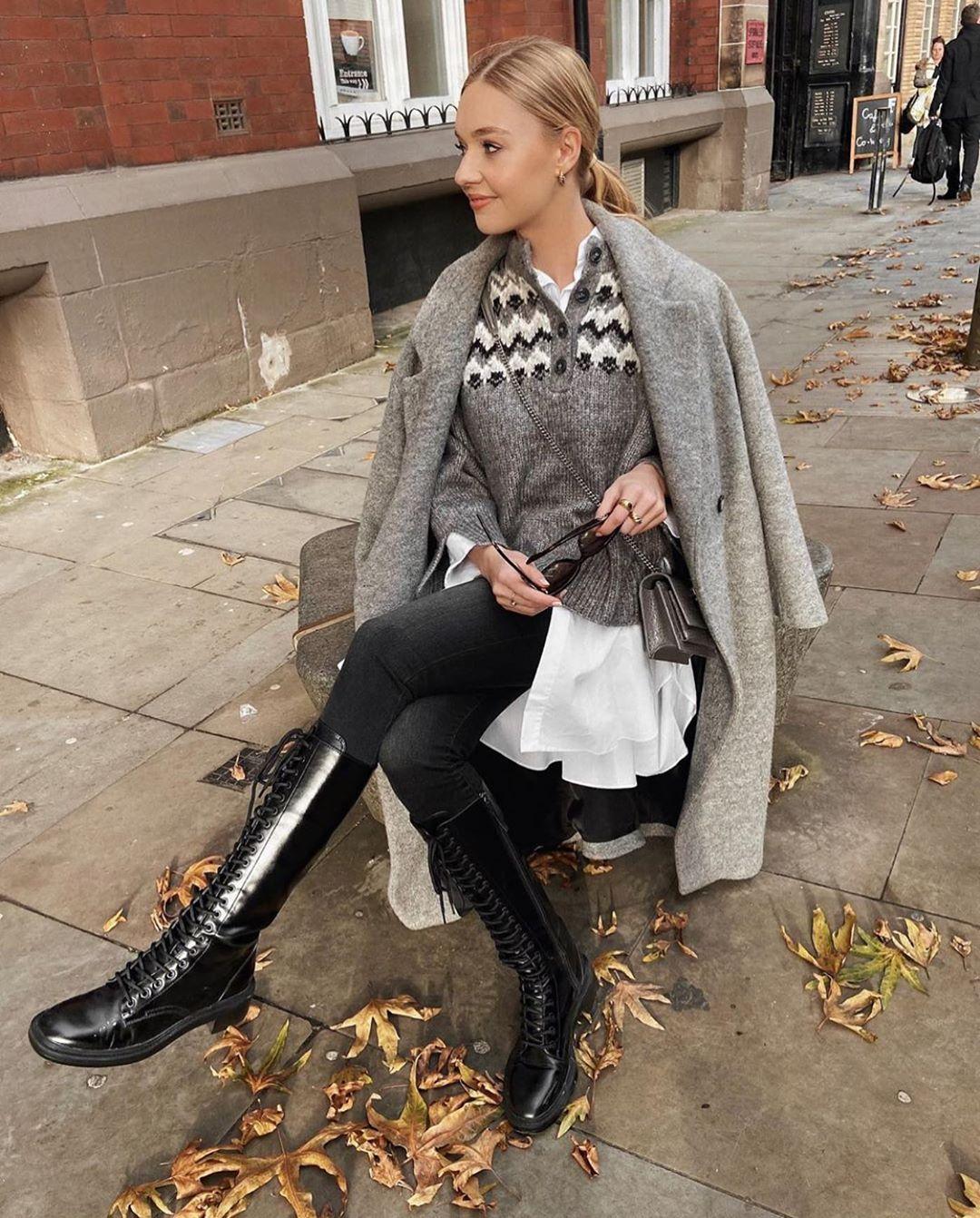 lace-up flat boots de Zara sur zarastreetstyle