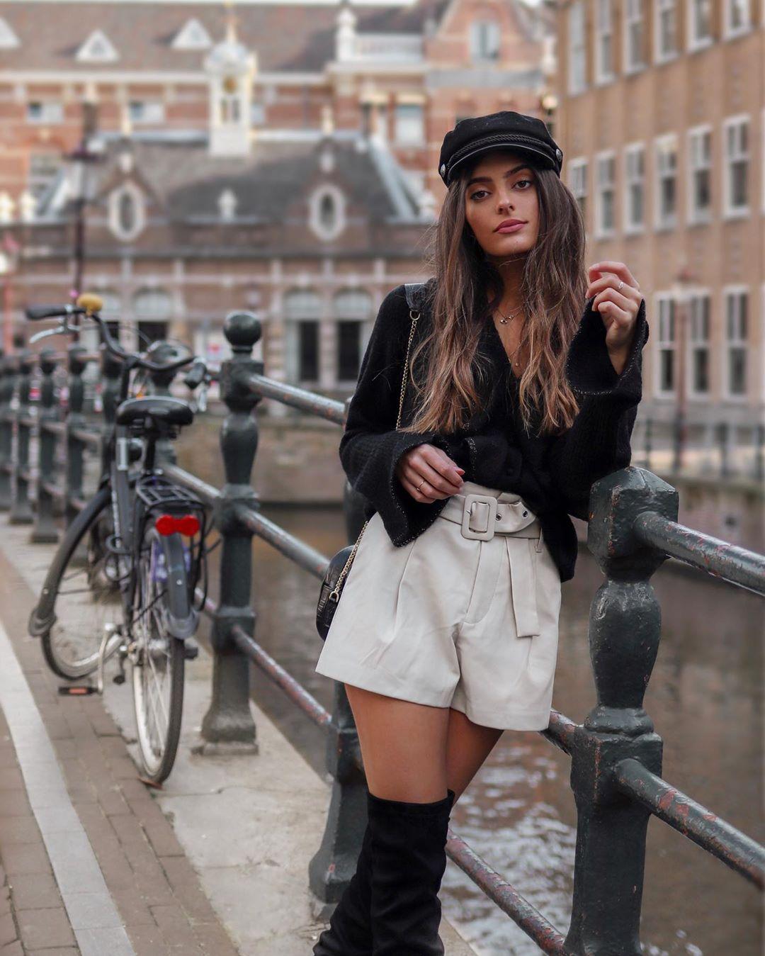 short en cuir synthétique avec ceinture de Zara sur adelinerbr