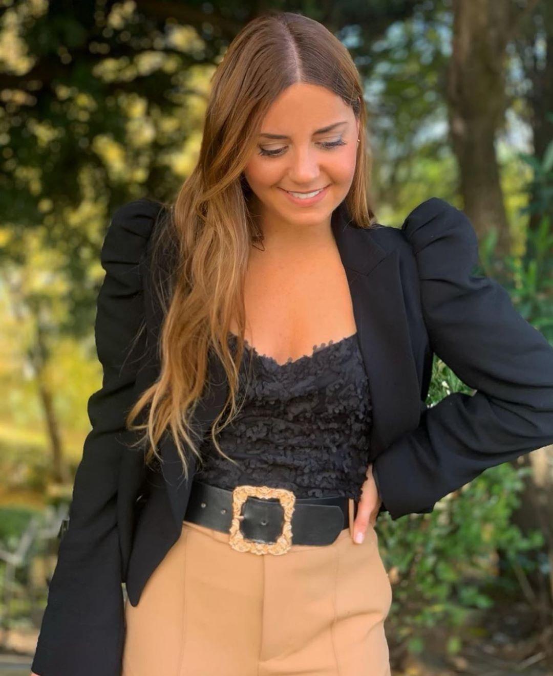 ceinture en velours à boucle bijou de Zara sur zara.outfits