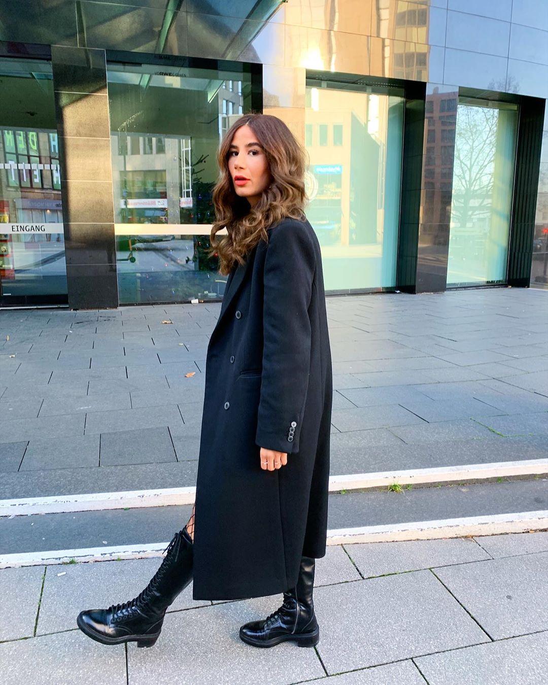 lace-up flat boots de Zara sur tataass_