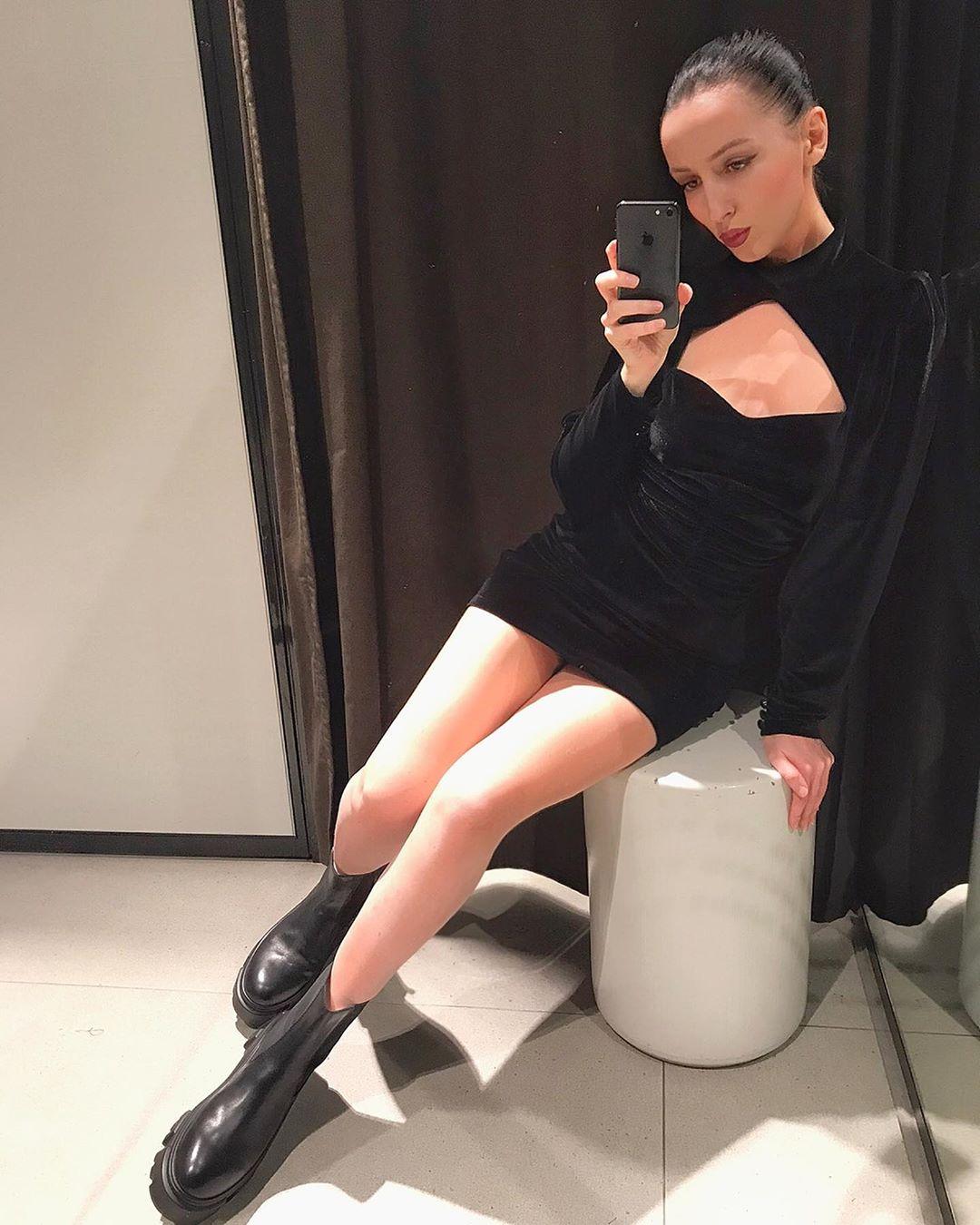 short velvet dress de Zara sur kvaloria