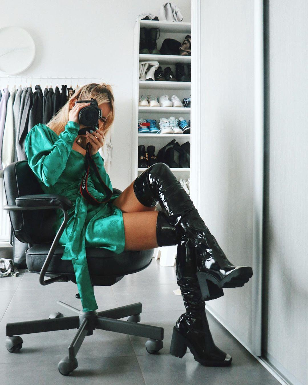 satin wrap dress de Zara sur romy