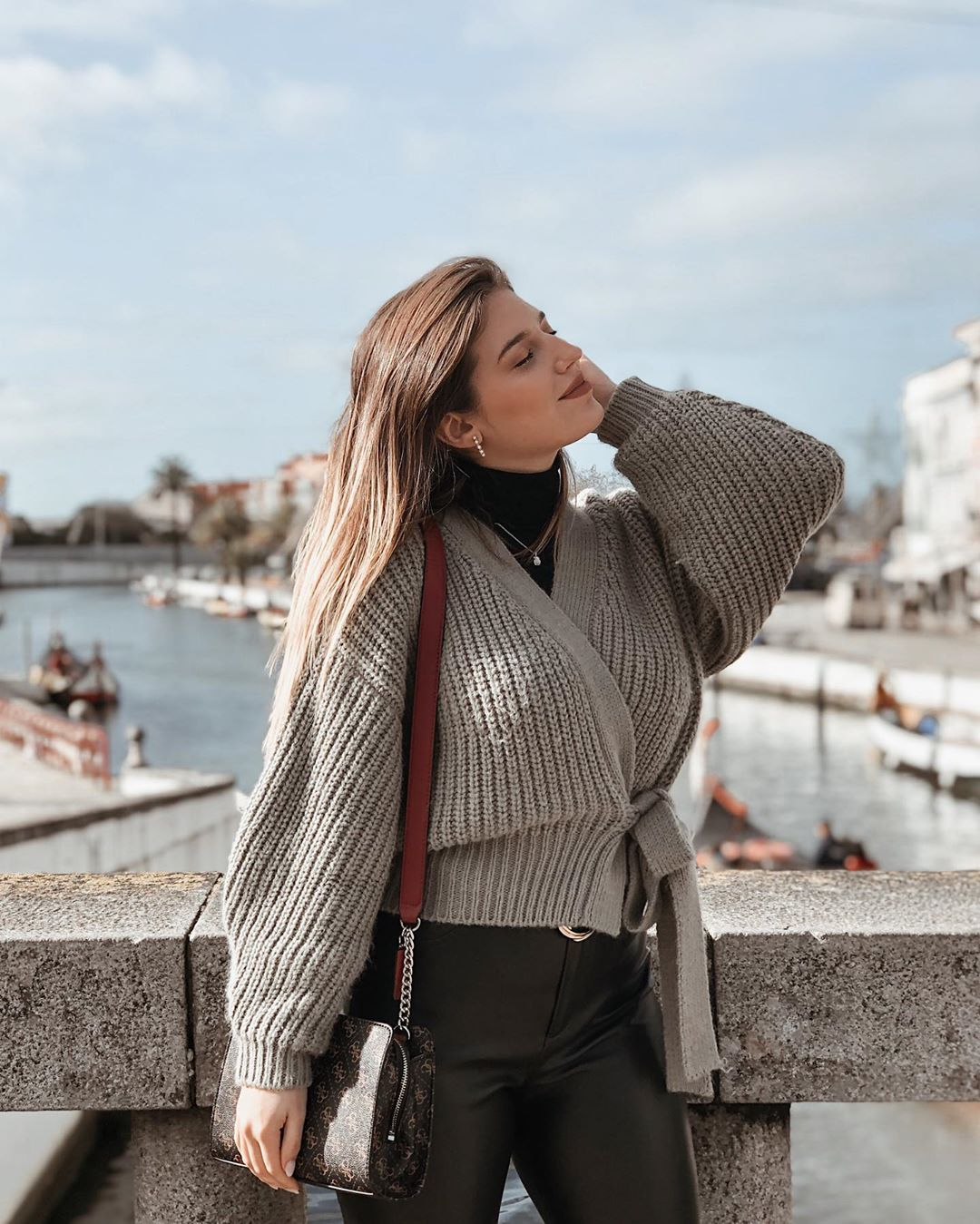 short belt jacket de Zara sur larascarrasco