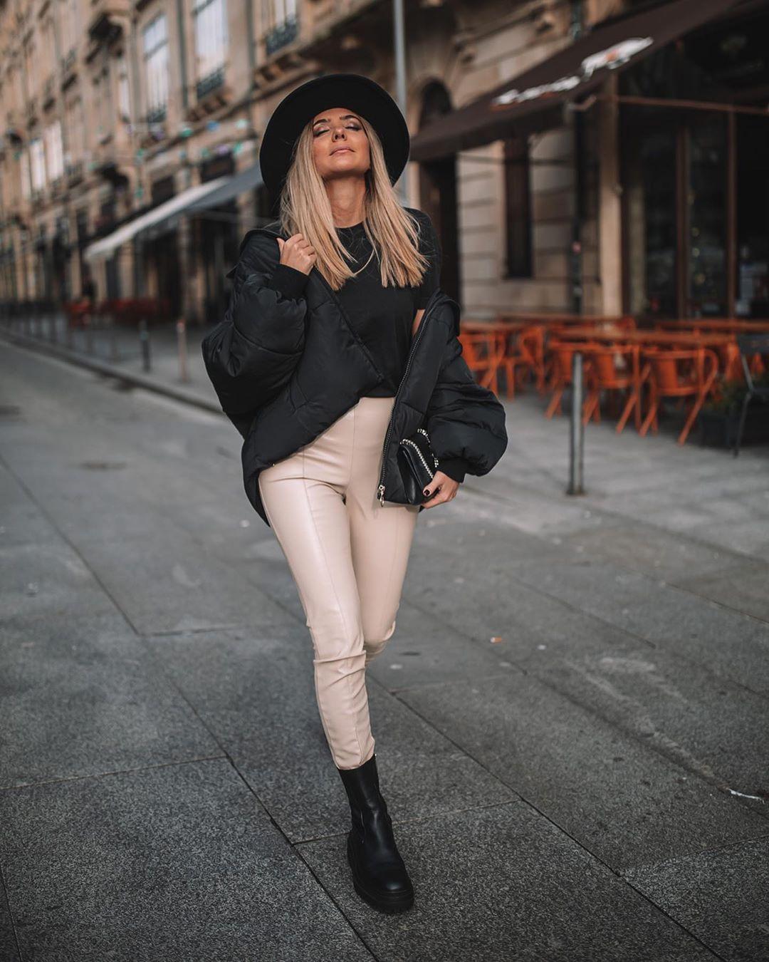 synthetic leather leggings de Zara sur marianamachado____