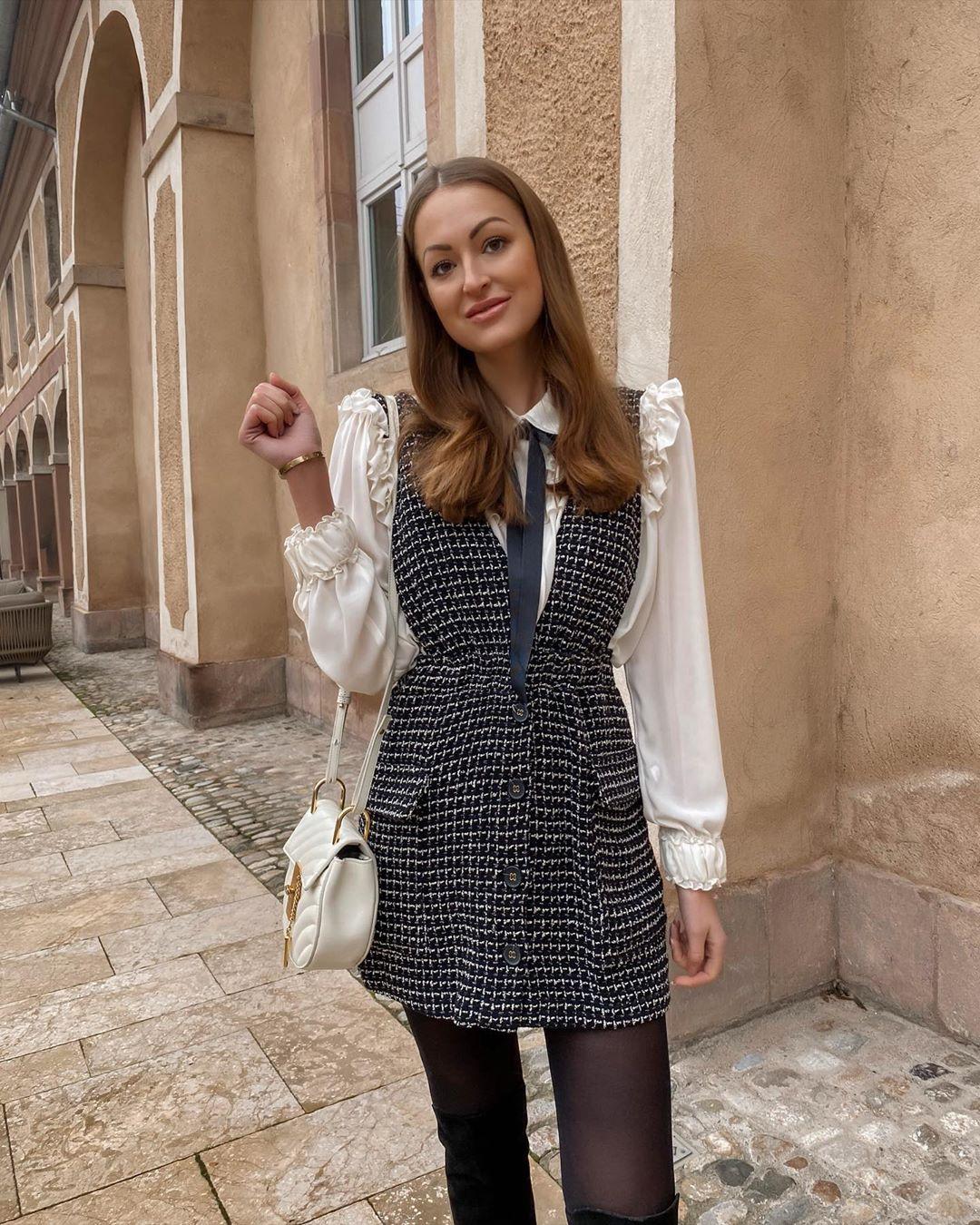 tweed bib overalls dress de Zara sur rosaandthecity
