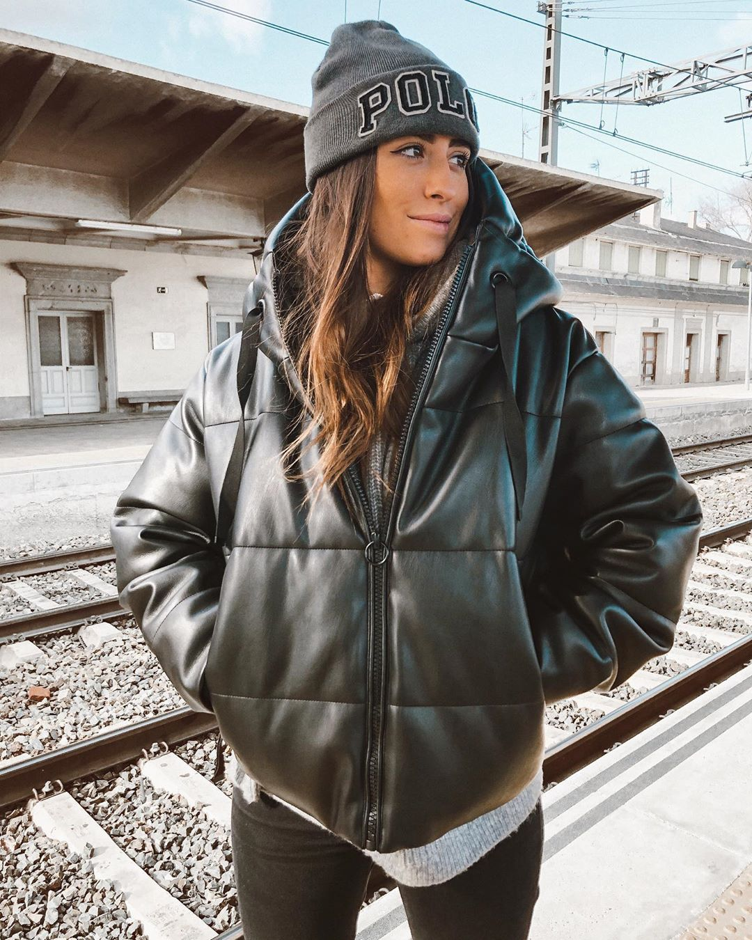 synthetic leather jacket de Zara sur carlomaranon