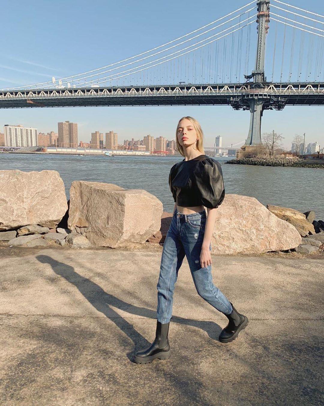 puff sleeve faux leather blouse de Bershka sur mariana_zaragoza