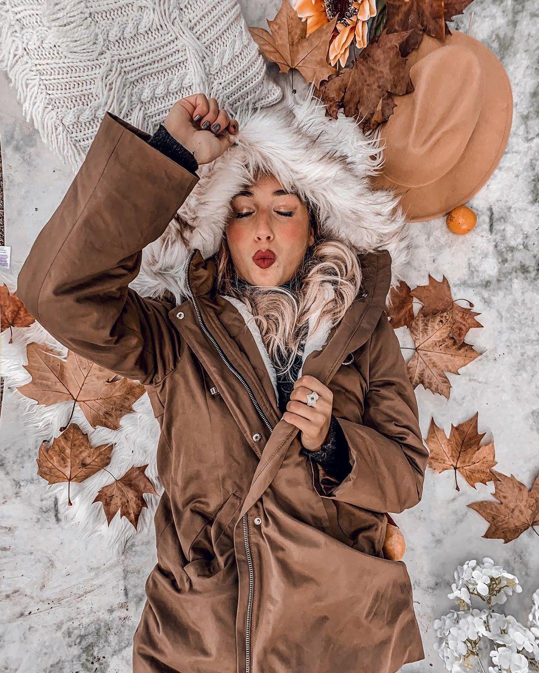 short faux fur lining parka de Pull and Bear sur marianagemelgo