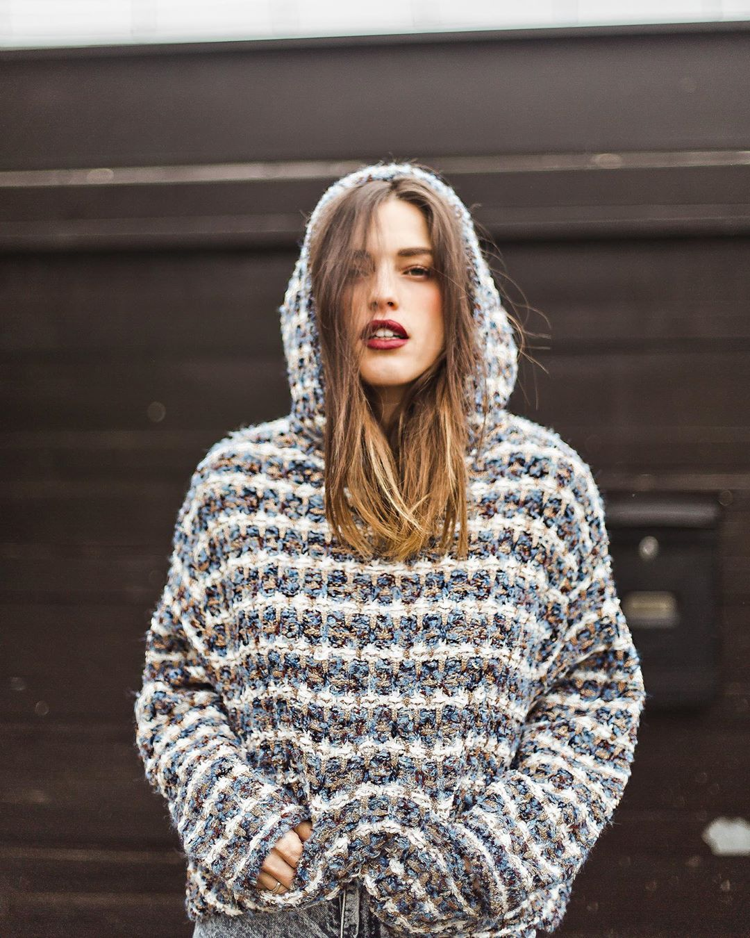 hooded tweed sweatshirt de Zara sur ingridbetancor sur SCANDALOOK