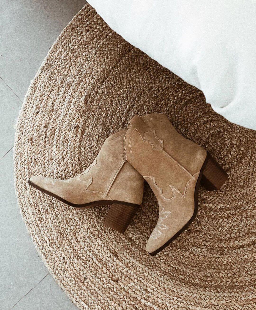 leather crust ankle boots with cowboy heels de Zara sur zaraaddiction