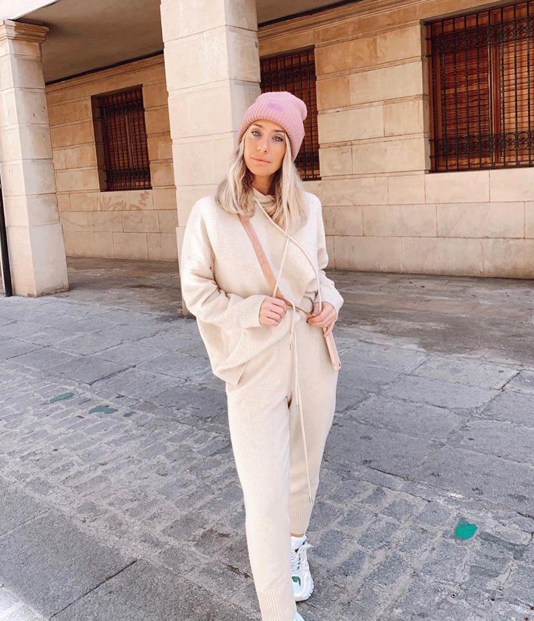 matching mid-waist trousers de Zara sur zara.outfits