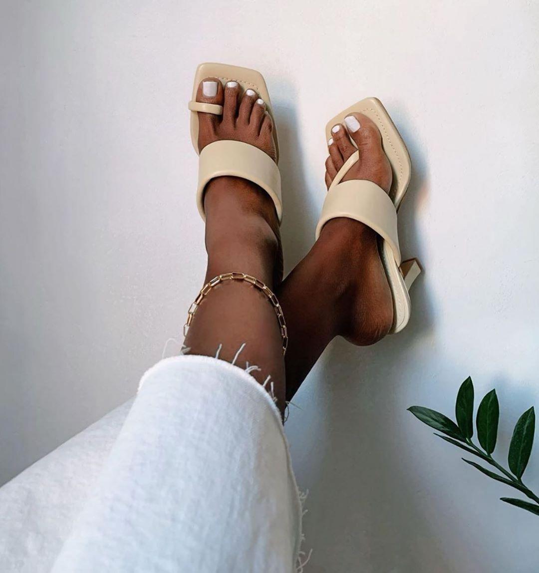 sandales à talons en cuir avec bande matelassée de Zara sur zara.outfits