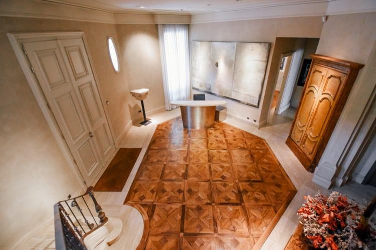 Elegante Conjunto de Hall y Sala de Reuniones en Zona Alta