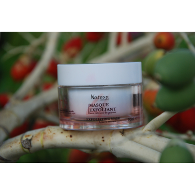 Exfoliating mask with natural guava extract