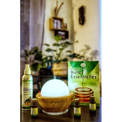 Aromatherapy range with organic essential oils, 100% organic sprays, organic synergy blends, electric diffusers...