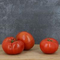 Tomate côtelée aumonière catégorie 1, calibre 67, toutes origines, colis de 6 kg
