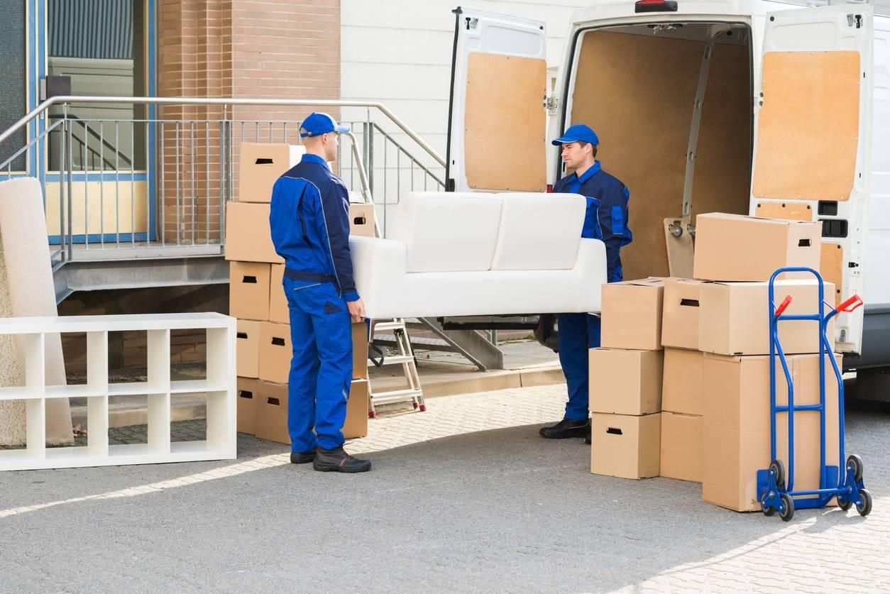 Stockage de meubles dans un box