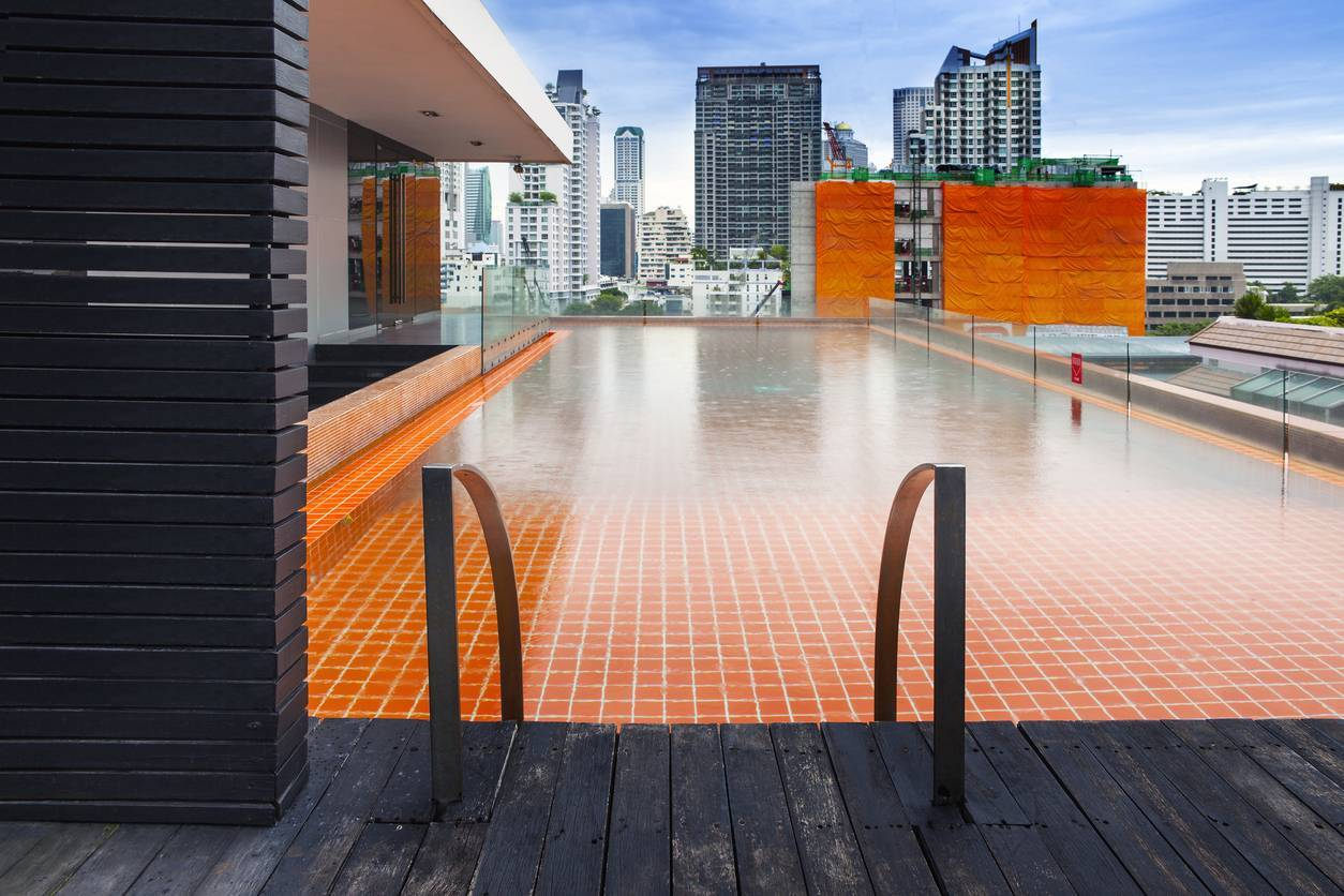 carrelage adapté à la forme de votre piscine