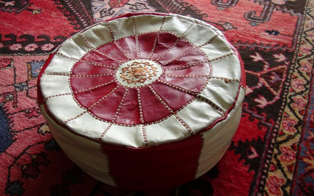 Les poufs marocains : le meuble idéal pour égayer votre maison