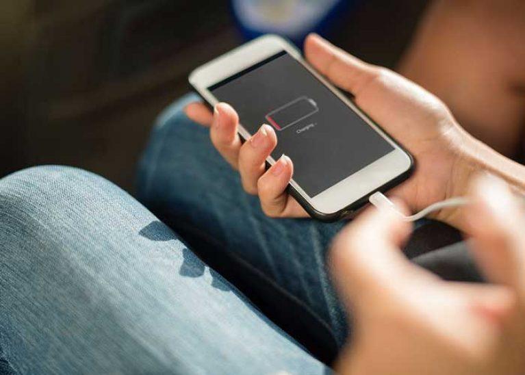 arreter de charger votre téléphone en voiture