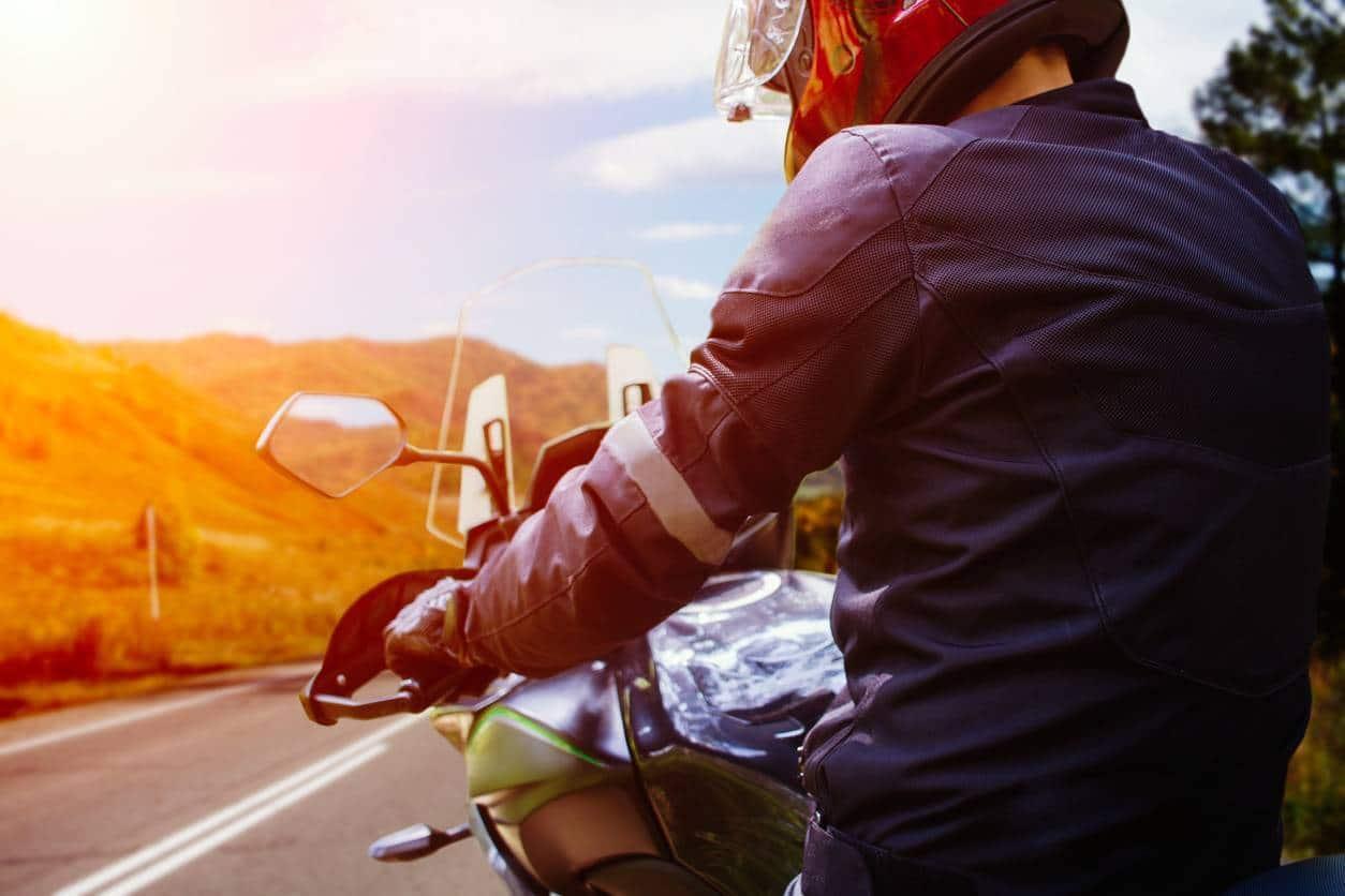combinaison moto intégrale ou deux pièces