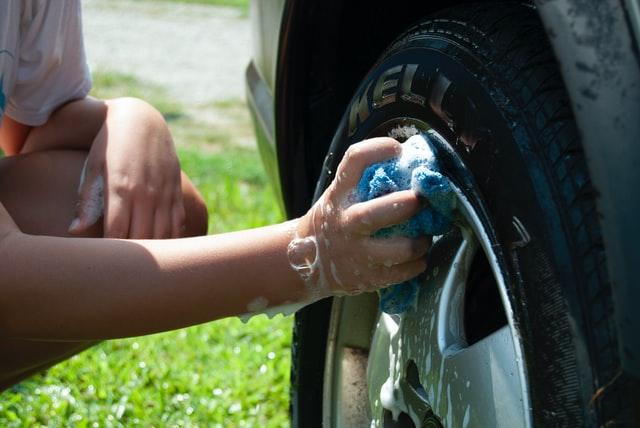 nettoyage pneu voiture