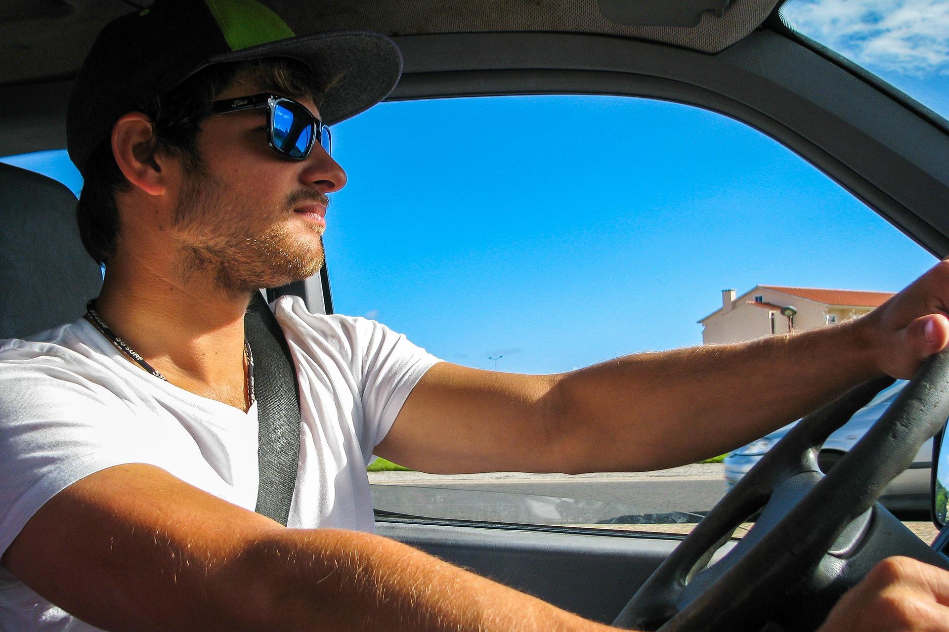Une_housse_de_voiture_peut_elle_protéger_votre_voiture_des_dommages_causés_par_le_soleil_?
